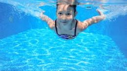 Nếu thấy 3 dấu hiệu sau, con bạn có thể gặp đuối nước trên cạn