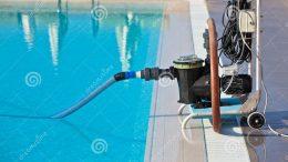 Cách dùng ống hút vệ sinh bể bơi