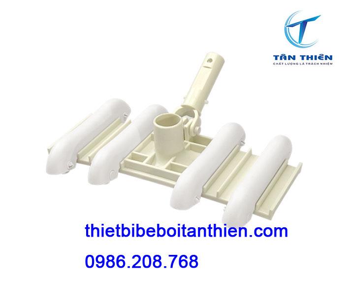 Bàn hút vệ sinh bể bơi Tân Thiên