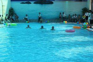 Bể bơi tai trường học FPT